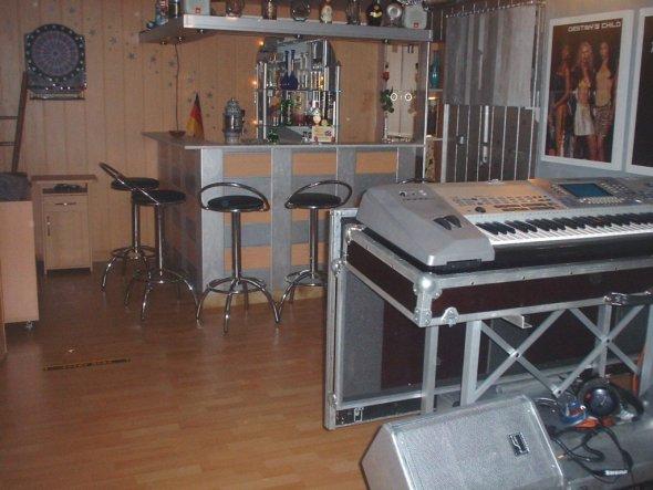 Partyraum und auch zugleich mein Broberaum. Mein Hobby Musik: Live Auftritte im Südd.Raum als Alleinunterhalter MANNY