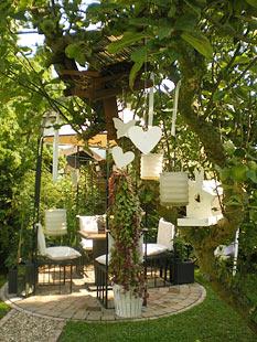 Gartenpavillons die romantische unterkunft im garten for Gartengestaltung romantisch