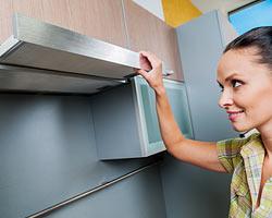 Tipps im kampf um mehr flache in kleinen kuchen zimmerschau for Ausziehbare dunstabzugshaube