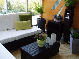 5 gem tliche ideen f r den sommer balkon zimmerschau. Black Bedroom Furniture Sets. Home Design Ideas