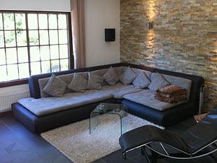 Hochwertig Natursteinwand Im Wohnzimmer Von Zimmerschauer Applehgt