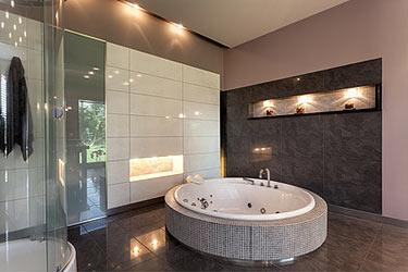 Kleiner raum gro e wirkung das wellnessbad zimmerschau - Fliesengestaltung bad ...
